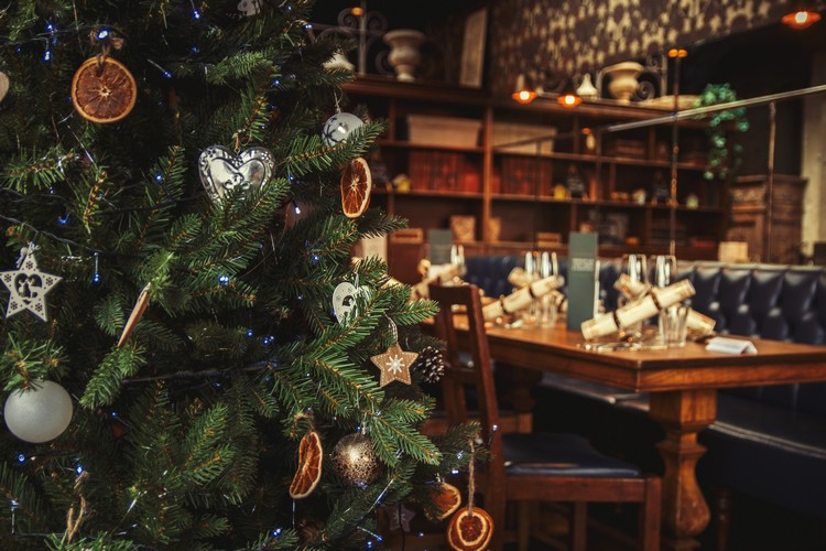 Sapin de Noël dans un restaurant